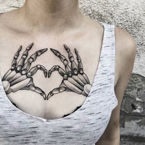 30 Chest Tattoos For Women | Beautiful Chest Tattoo Designs - Part 22