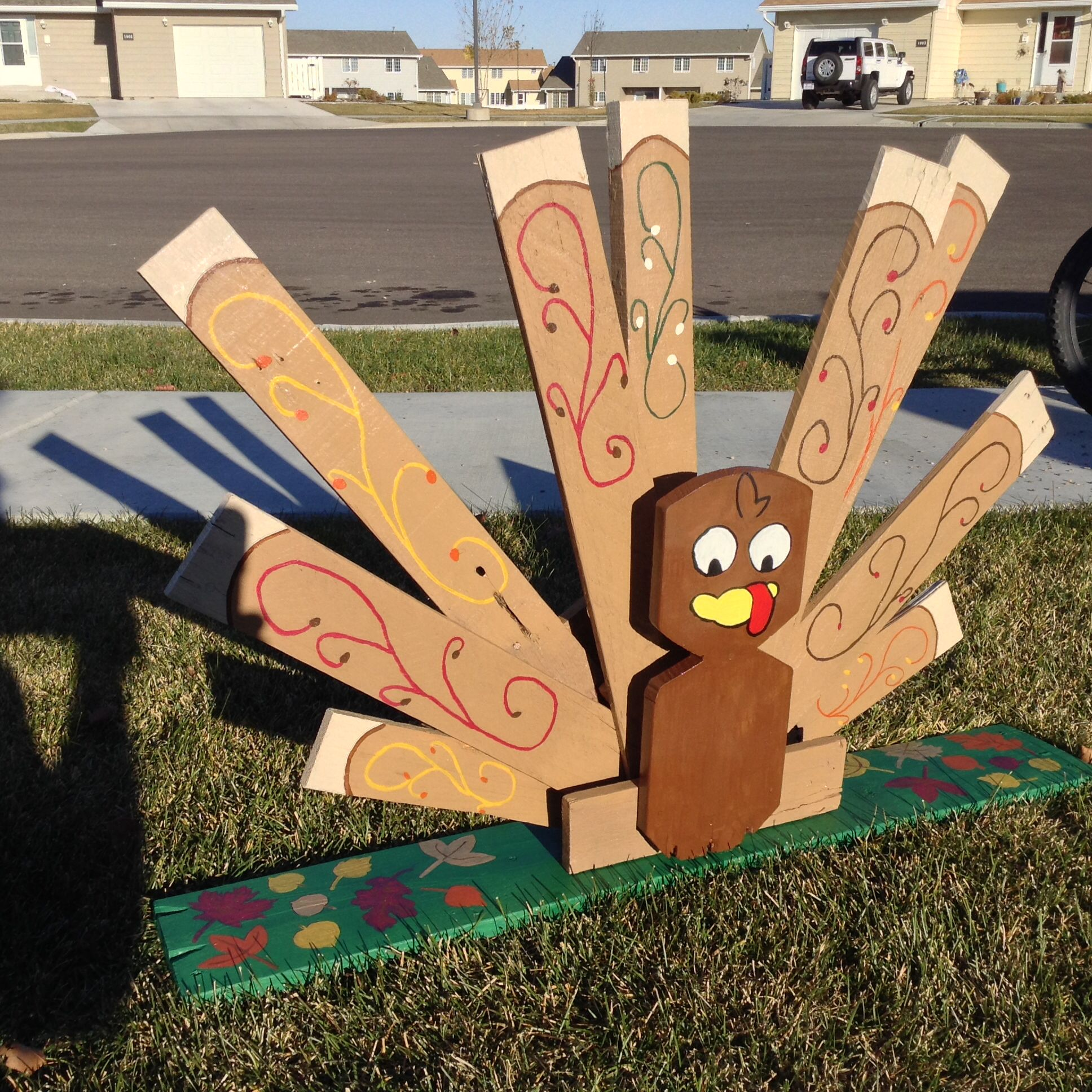 Thanksgiving turkey made from pallet. Made by The Crafters ...