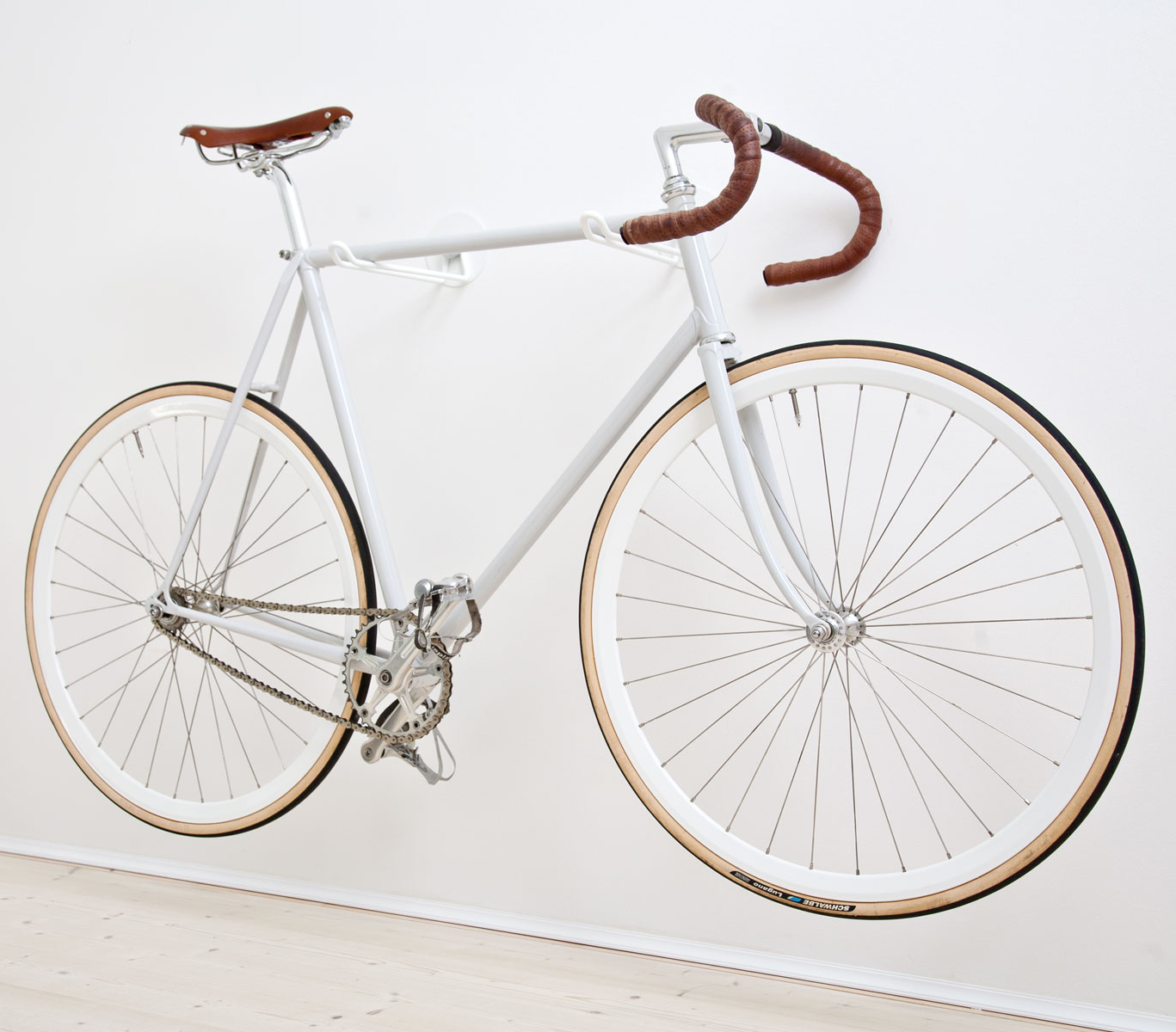 Look jeremy s bicycle rack apartment therapy - Fahrrad Wandhalterung Bike Hooks Urban Zweirad
