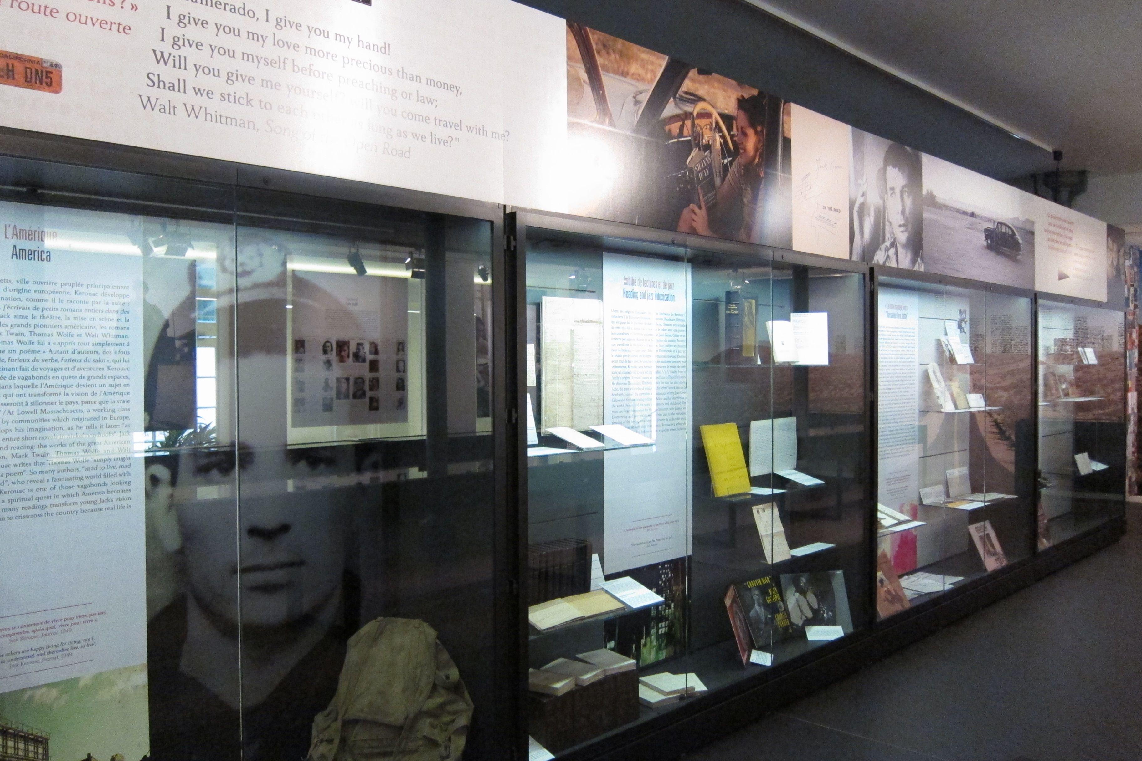 Les Vitrines De L Exposition Kerouac Au Musee Des Lettres Et Manuscrits