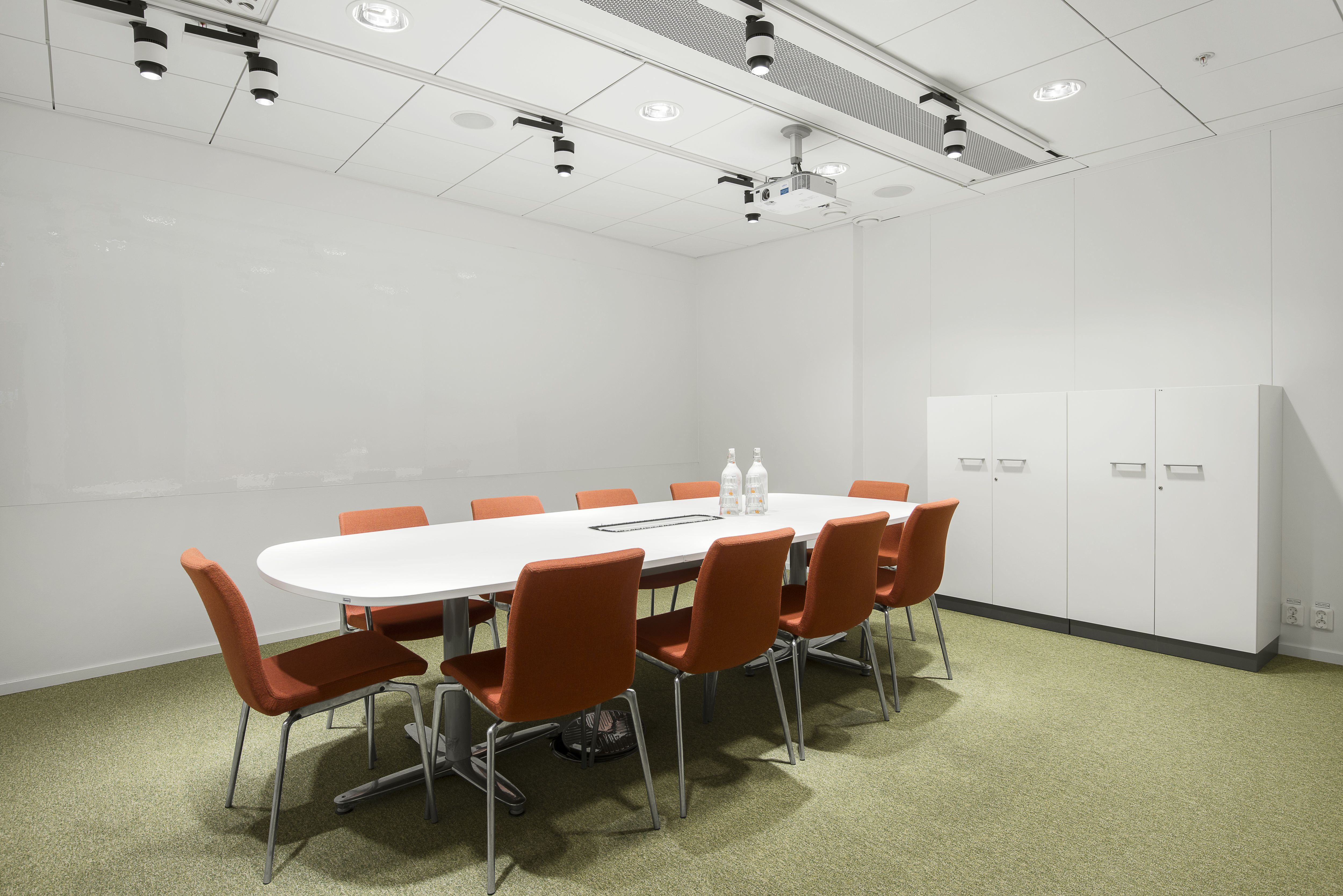 Interior designs simple office meeting room with white for White office interior