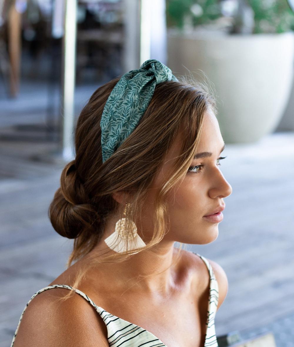 Green Headband For Women In 2020 Headband Hairstyles Hairband Hairstyle Scarf Hairstyles