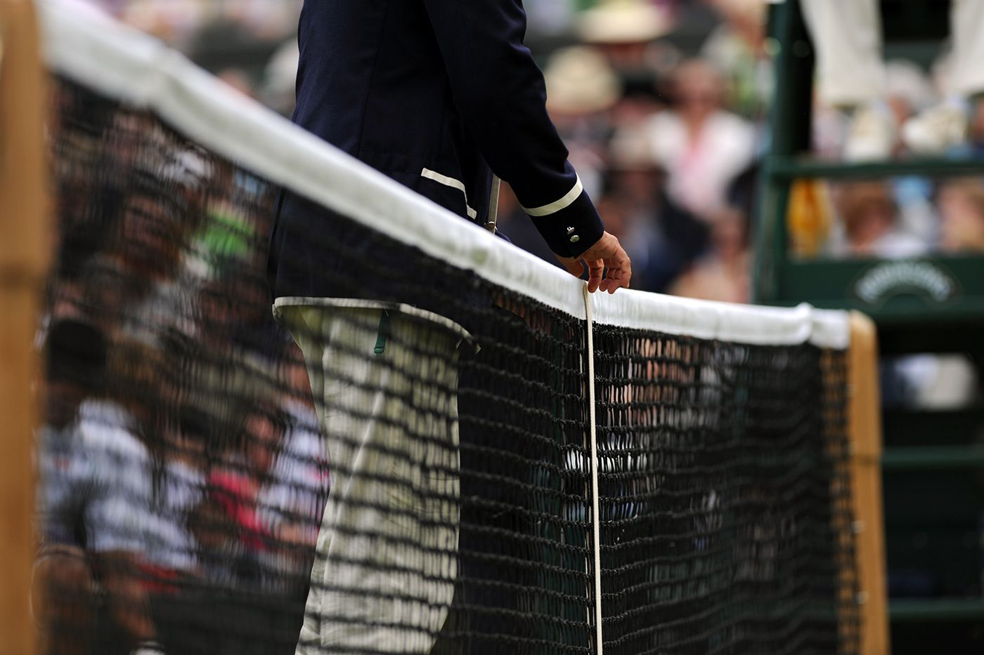 A Line Judge Measures The Net On Centre Court Wimbeldon Grand Slam Tennis Wimbledon Tennis Wimbledon 2015
