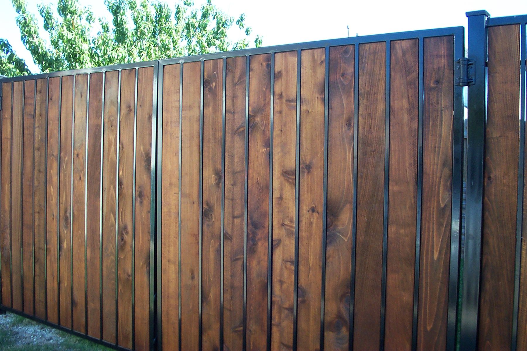 Galvanized steel frame drive gate fence dallas wood gate - Free Fence And Gate Projects Buildeazy Free Woodworking Plans