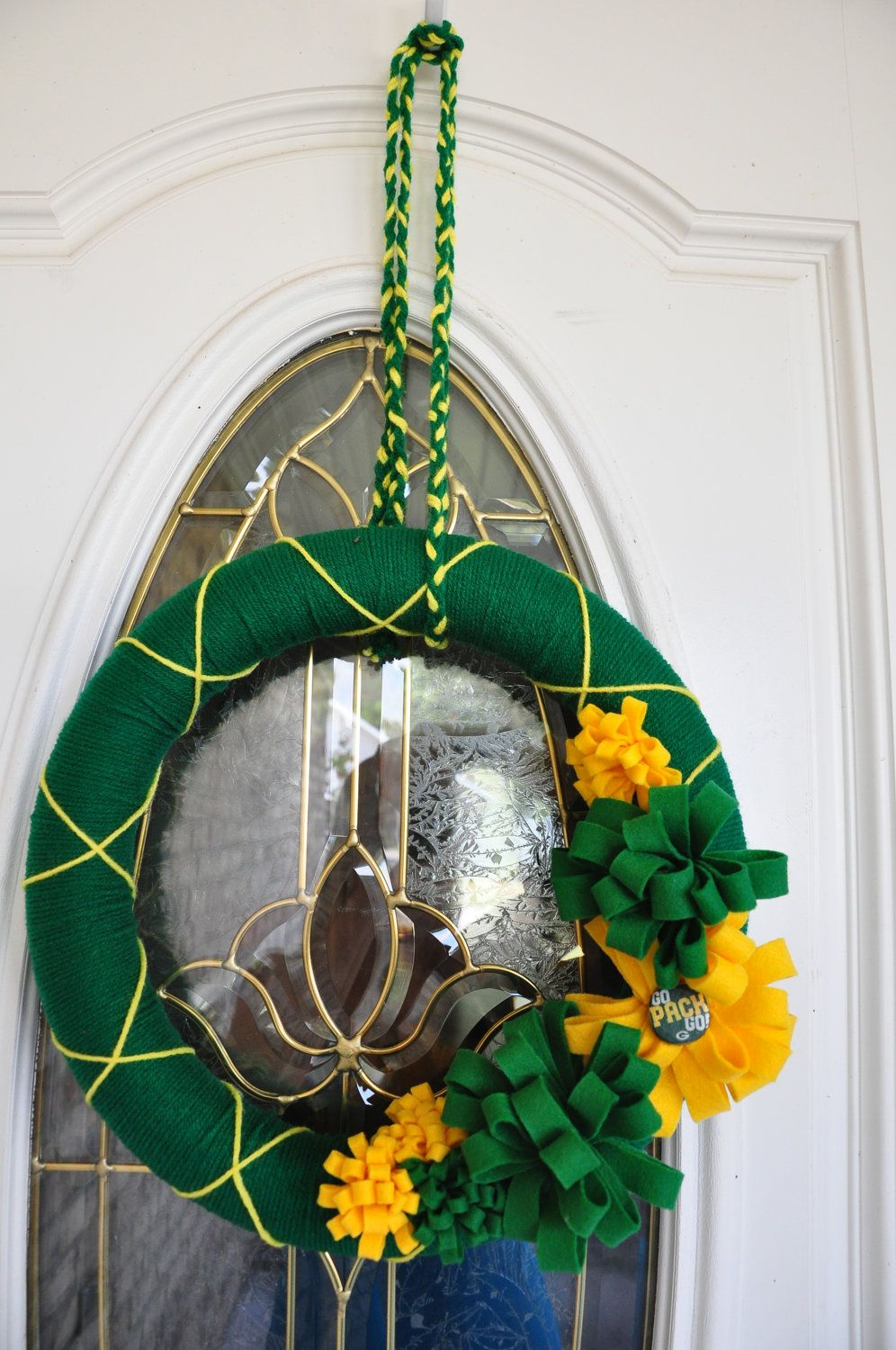 Green Bay Packer Yarn Wreath I Could Totally Make This Myself Green Bay Packers Wreath Yarn Wreath Packers Christmas