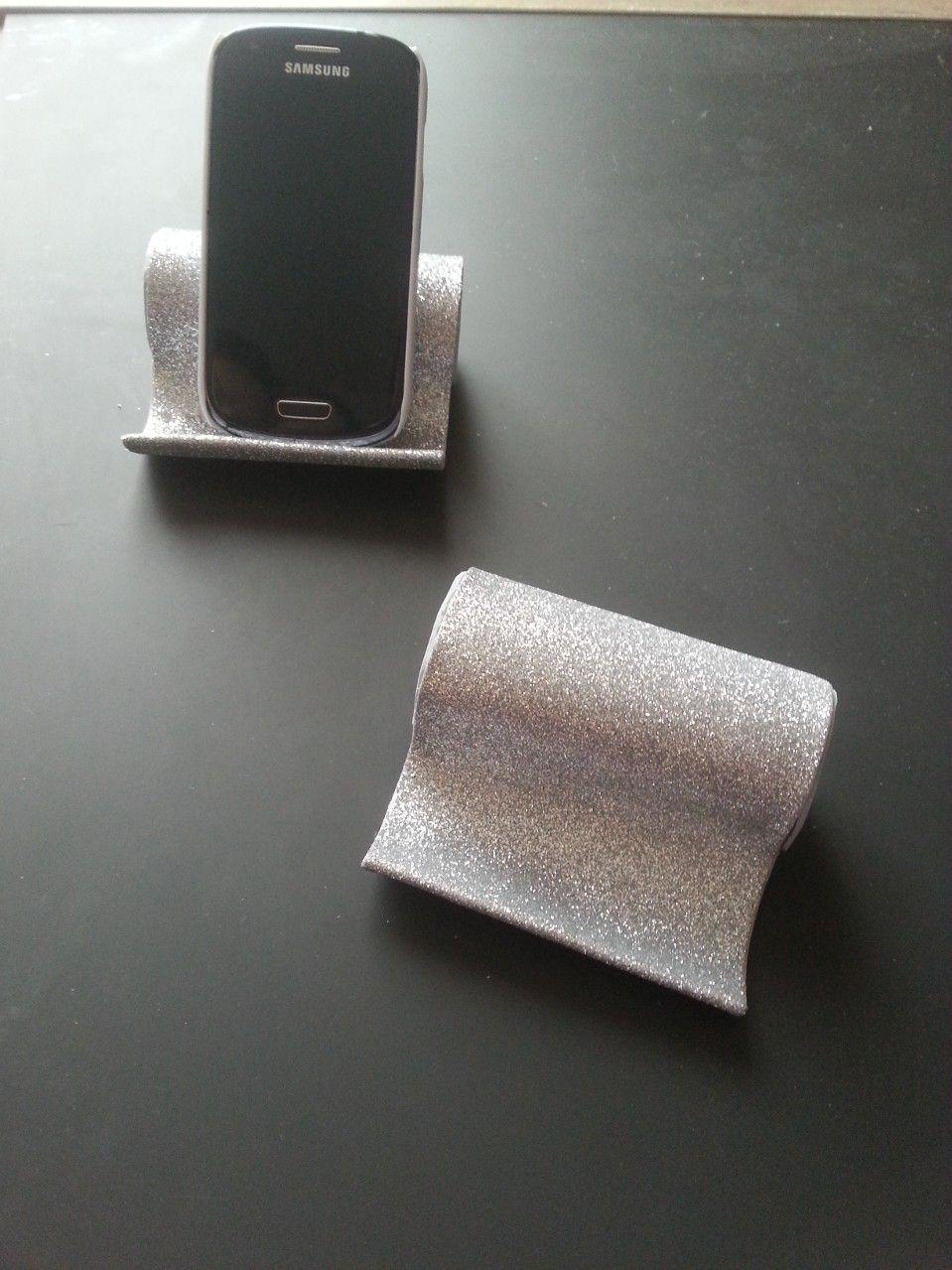 Porte t l phone avec rouleau de papier toilette diy rouleaux toilettes pinterest porte - Recyclage rouleau papier toilette ...