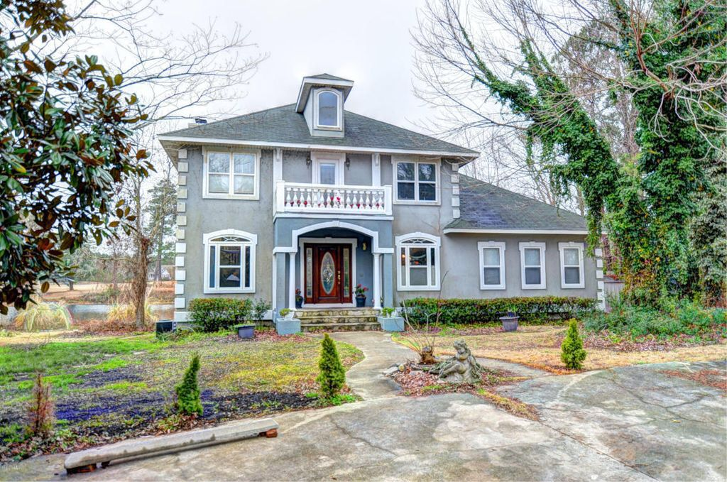 See What I Found On Zillow Https Www Zillow Com Homedetails 113 Dolphin Cir Hampstead Nc 28443 102152009 Zpid House Styles Dream House Mansions