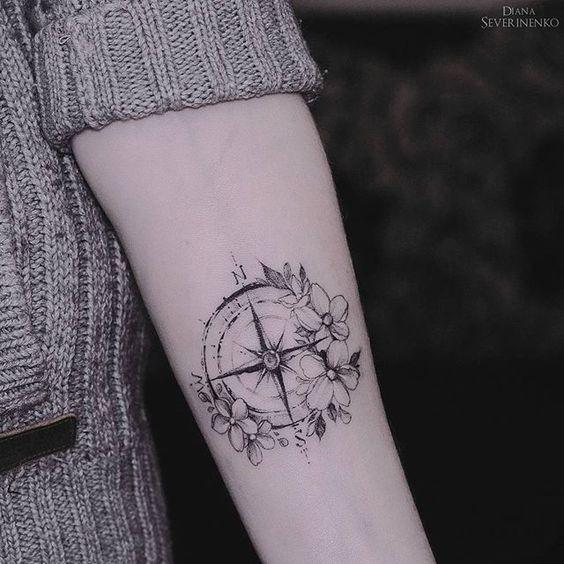 Diana Severinenko - Compass with flowers