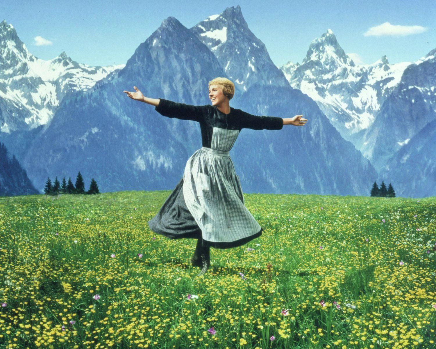 Julie Andrews In The Film The Sound Of Music Julie Andrews Sound Of Music Golf Humor