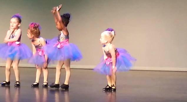 Para animar a tarde chuvosa...  Uma garotinha durante uma apresentação de sapateado se destacou por não seguir a coreografia da música e mostrar estar se divertindo dançando da forma dela.  Assistam o vídeo, vale a pena! http://www.youtube.com/watch?v=qXowYIZpYpo