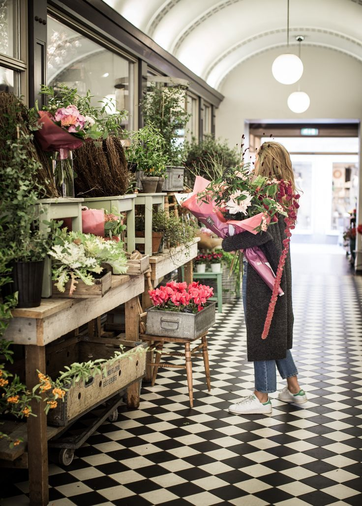 Who S Day Looks Like This With Images Flower Shop Interiors