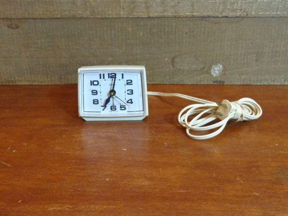 Westclox Dialite Alarm Clock Vintage 70s Model by PopPawsPlace, $10.40