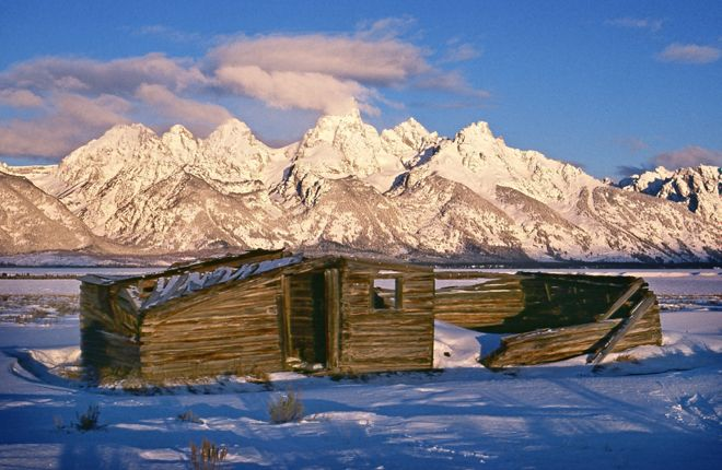Abandon Old Cabin On Mormon Row, Harsh Winters With Sub 0 Tempertures And  Artic Conditions At Times, Grand Tetons Range, Wyoming.