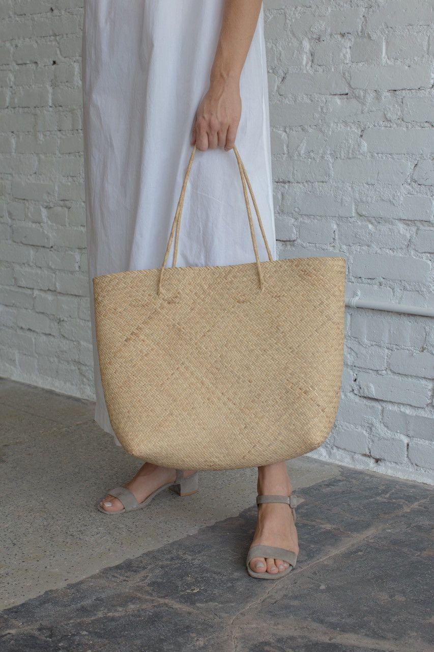 Tässä juttu on mielestäni ennemminkin nuo ihanat kengät! / Straw Tote Bag – Passenger