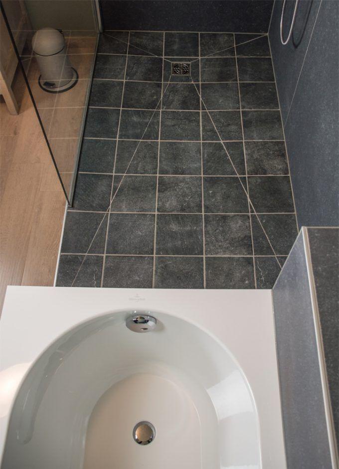 Klassieke badkamer met ligbad en inloopdouche inloopdouche pinterest moderne inrichting - Moderne badkamer met ligbad ...