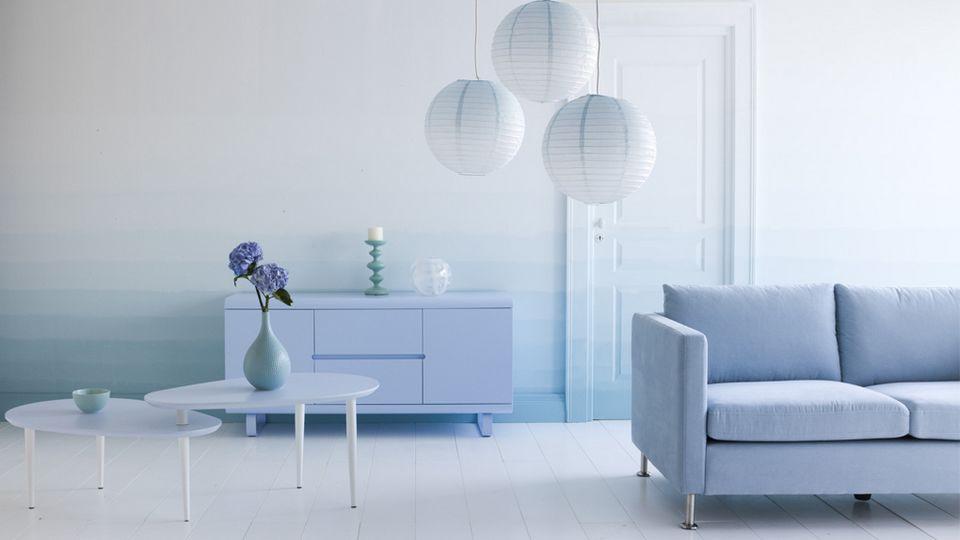 Du tie and dye sur vos murs   Canapés bleu clair, Canapés bleus et ...