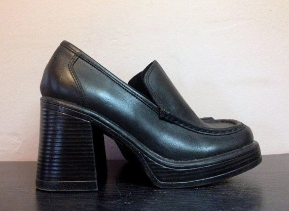 c5922f9ec85c8 90s Steve Madden Black Leather Platform Shoes 1990s Platform Loafers ...