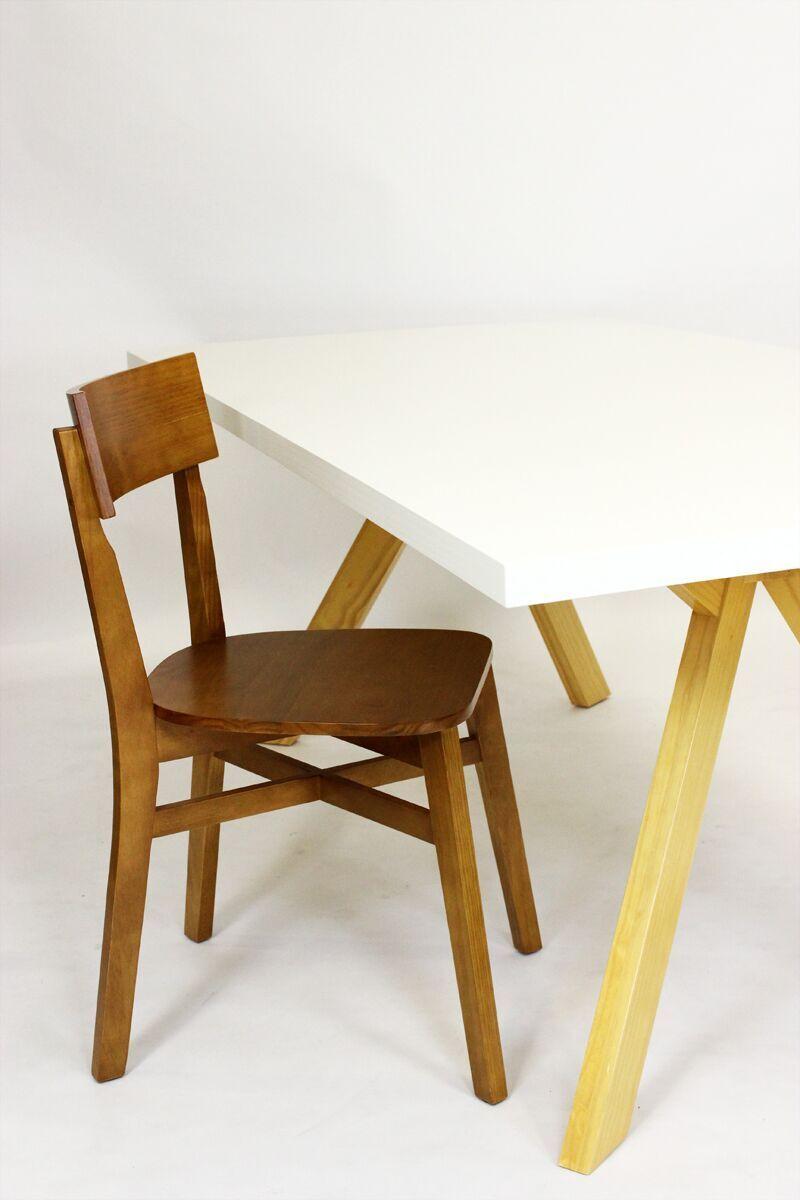 Modernes arbeitszimmer  So passt der elegante Tisch perfekt als Zentrum in ein modernes ...