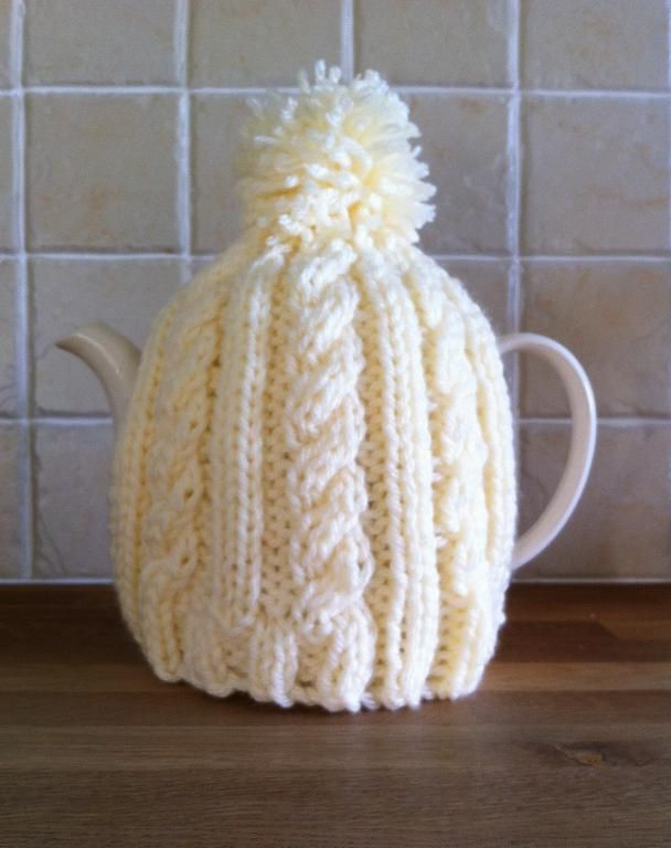 Easy Cable Tea Cosy Knitting And Crocheting Pinterest Tea Cosy