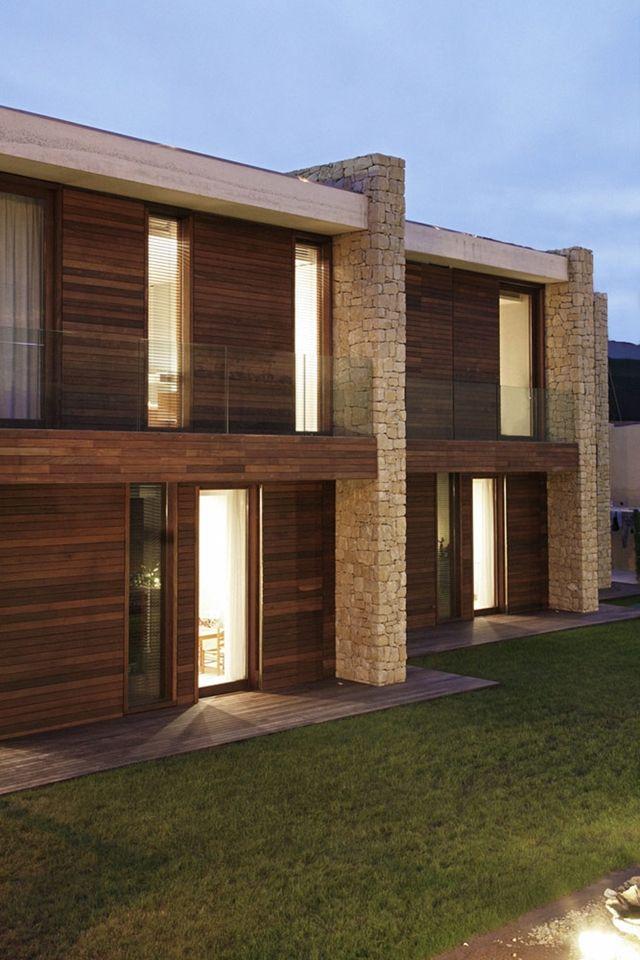 Minimalismo e forti contrasti casa moderna pietra for Architettura casa moderna