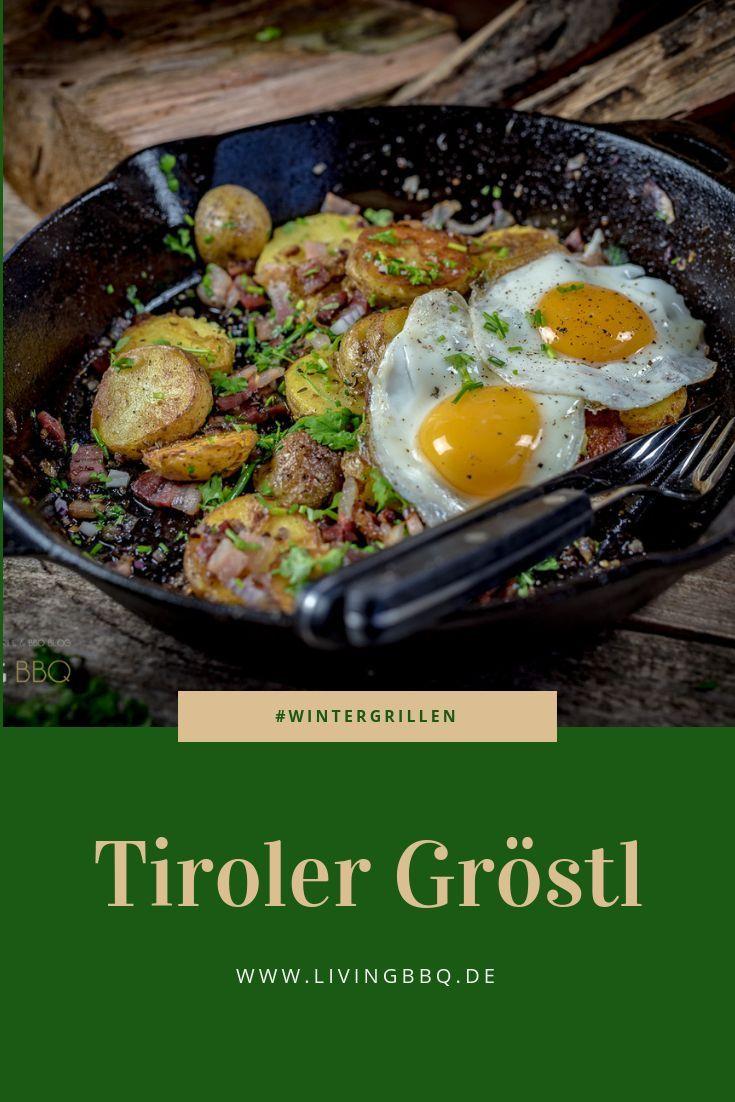 Tiroler Gröstl aus der Gusspfanne vom offenen Feuer ist ein tolles Rezept für das Wintergrillen. Das ursprünglich von den Tiroler Bauern bekannte Rezept wurde von LivingBBQ.de etwas angepasst und Spiegeleiern serviert. #gröstl #wintergrillen #grillen #bbq #soulfood #rezept
