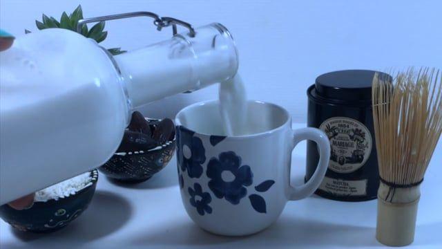 Nous vous proposons la recette du lait d'amandes fait maison (40 secondes)  Ingrédients : - 100g d'amandes entières (ou plus pour un lait plus épais) - 1 L d'eau de source  Ustensile :  - 1 Mixer - 1 sac à lait (disponible sur Amazon pour moins de 10€) - 1 Carafe  Suivez AllNature sur instagram : www.instagram.com/allnaturefrance