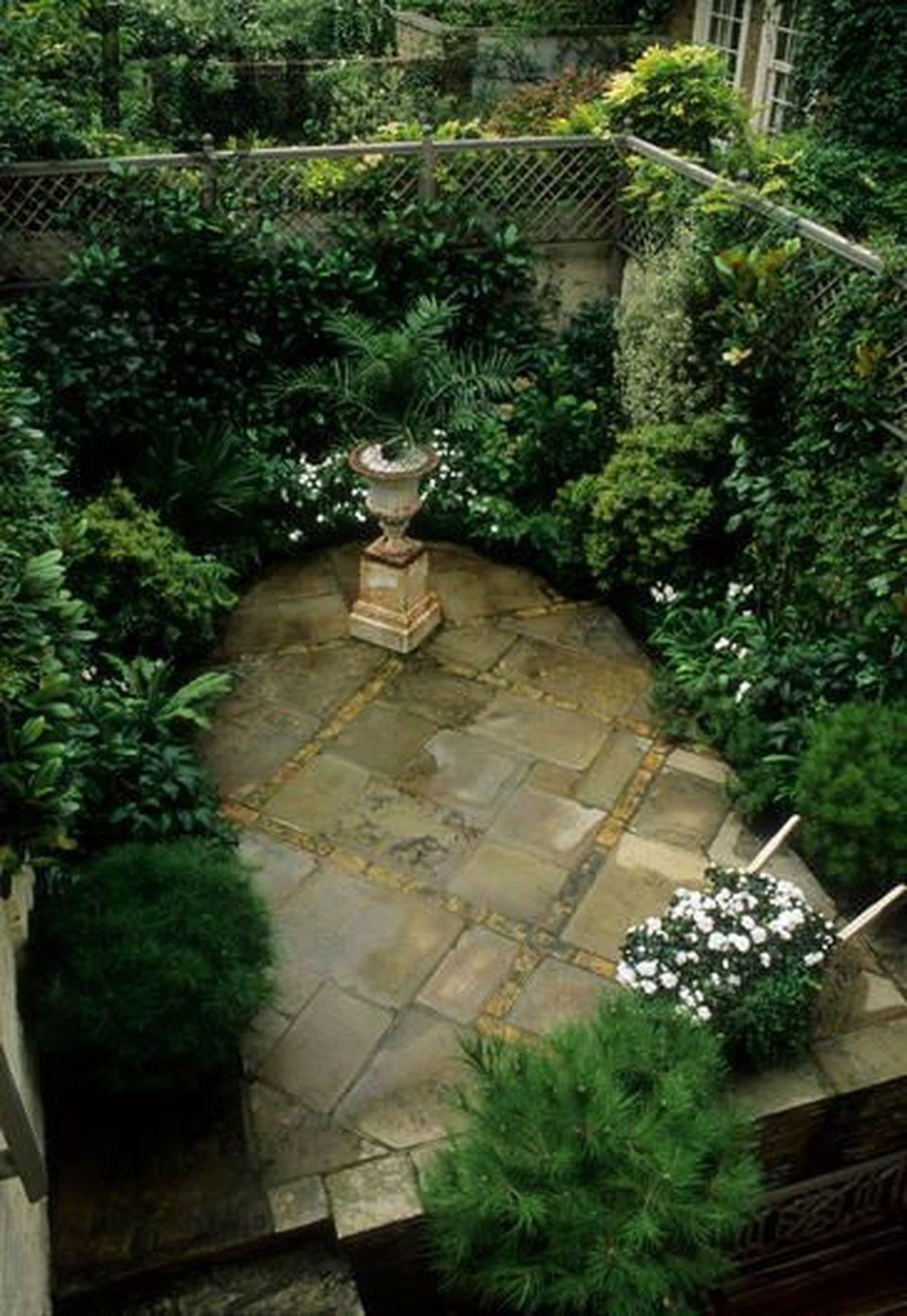 Inspiring Small Courtyard Garden Design For Your House 400 x 300