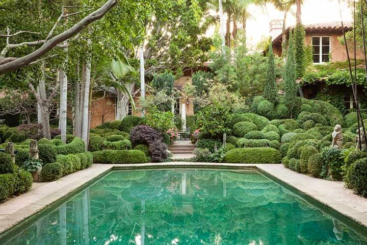 Richard shapiro 39 s inspiring art garden in los angeles a green dream in my yard beautiful for Natural swimming pools los angeles