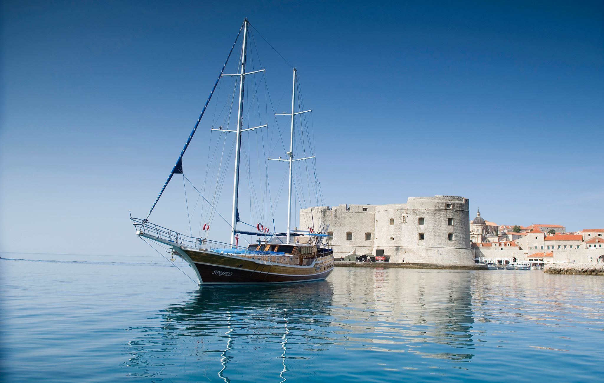 Charter This Beautiful Yacht From Dubrovnik This Summer With Durukos Yachting She Sleeps 10 Guests And Her Weekly Rate Is 18 400 Croatian Coast Yacht Sailing