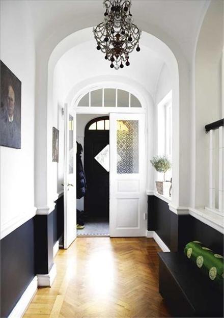Wow. Glowing white and crisp black, with herringbone floors? I am in love. Credit to Sköna Hem.