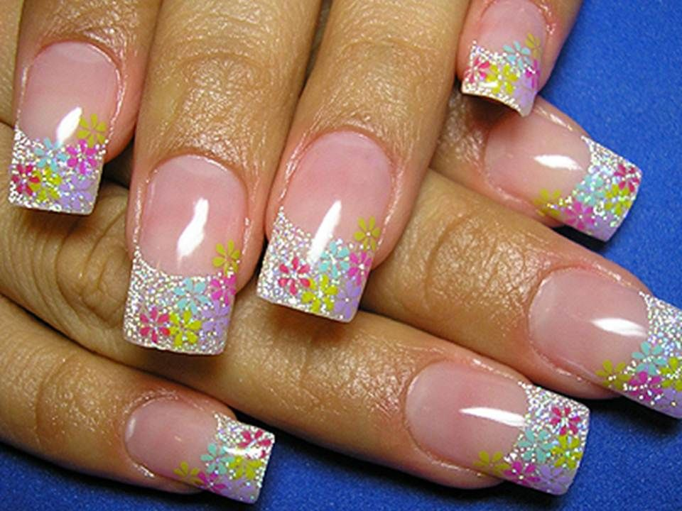 15 Astonishing Flower Nail Designs for Christmas (With