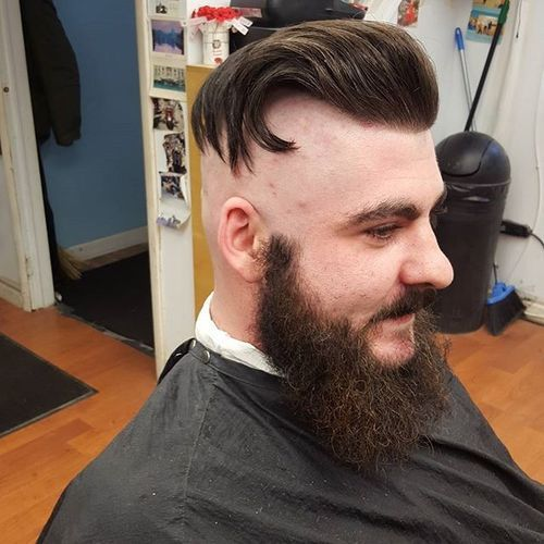 Funky Undercut With Absolutely Bald Sides Mens Hairstyles Undercut Undercut Hairstyles Undercut Pompadour