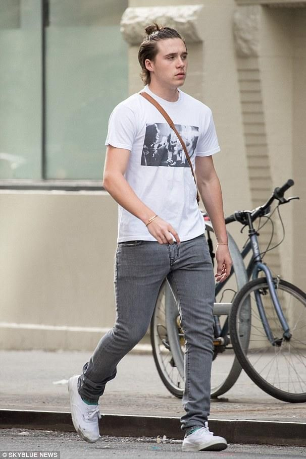 41e5197ed3 Brooklyn Beckham wearing Vans Authentic Sneaker