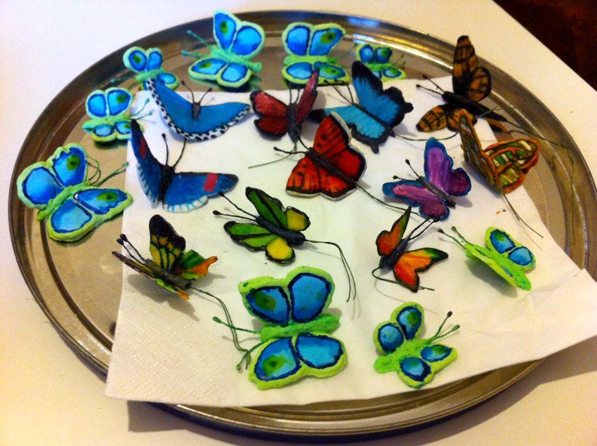 Ho fatto le farfalle in pasta di zucchero riproducendo quelle vere.