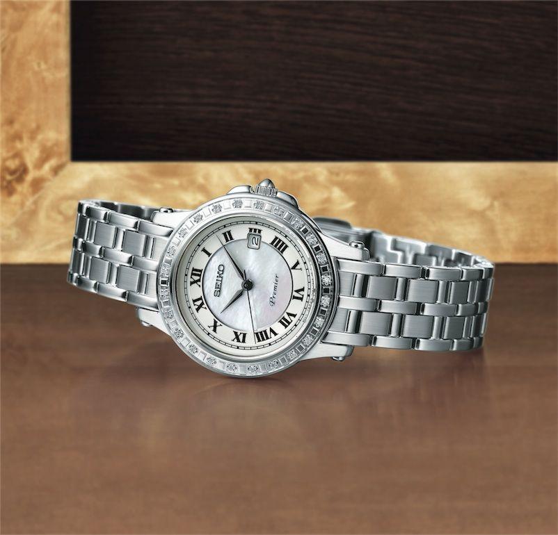 Catálogo de relojes Seiko: Reloj Seiko señora, en acero, madre perla y diamantes en el bisel (SXDE57P1)