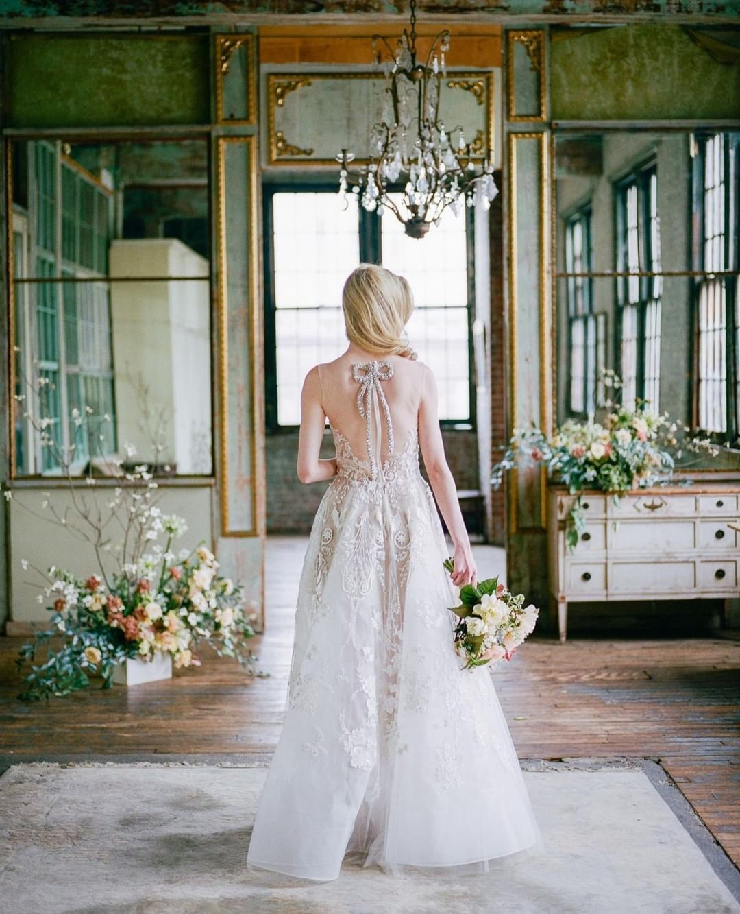 Sara Russell Wedding Sparrow On Instagram This Progressive Pop Of Embellishment Evokes Co Wedding Dresses Wedding Dresses Vintage Wedding Dresses Simple