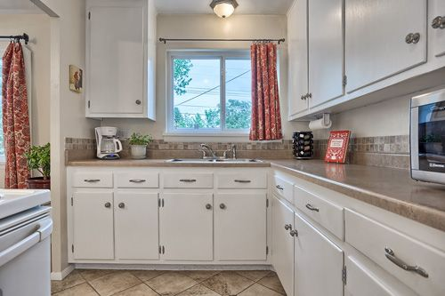 cream subway tile backsplash - varigated stone right above counter on kitchen ideas with tile floors, kitchen ideas with black appliances, kitchen ideas with window, kitchen ideas with breakfast bar, kitchen ideas with brick backsplash, kitchen ideas with an island, kitchen ideas with tile backsplash,