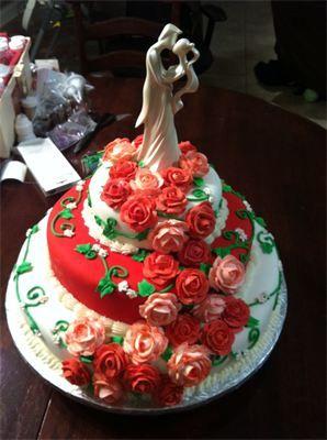 Wedding cake. Rose fountain.