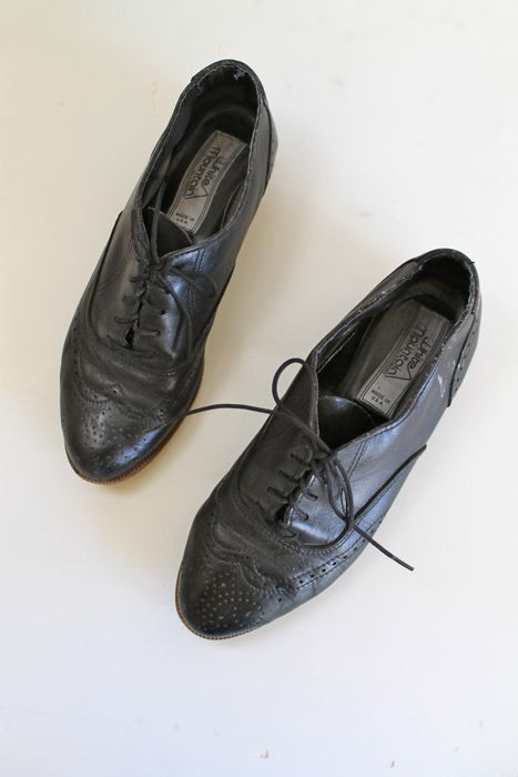 vintage black leather shoes - WINGTIP oxford flats / size 6 by MsTips on Etsy https://www.etsy.com/listing/270793618/vintage-black-leather-shoes-wingtip