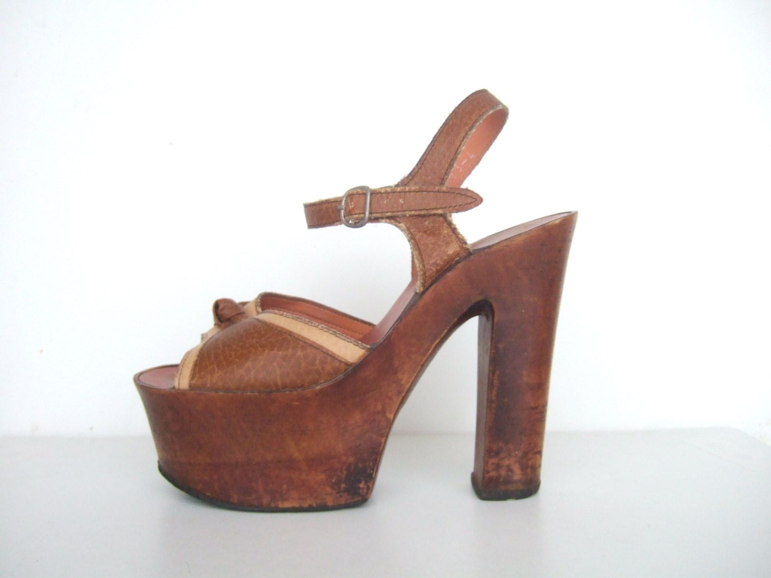 c314bafcd75 Vintage 1970s shoes   70s tan brown faux leather wooden 5