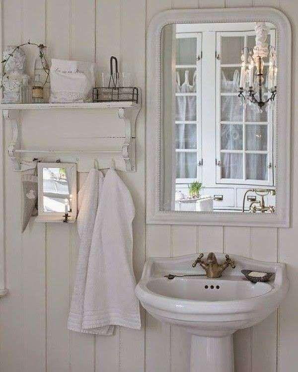Arredare il bagno in stile shabby chic - Bagno nelle tonalità del ...