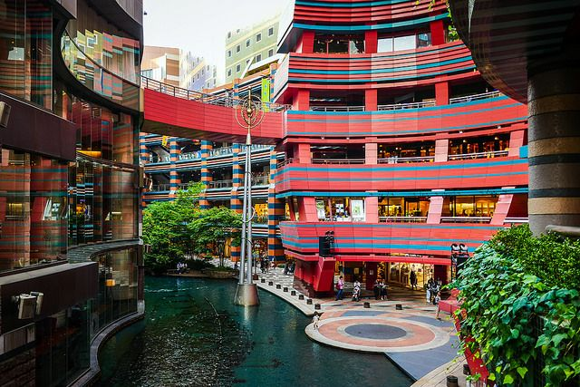 toshibu:    Canal City Hakata by どこでもいっしょ on Flickr.
