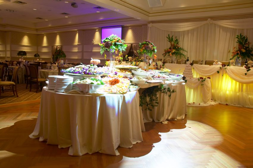 5 Reasons To Hire Professional Catering Services For Wedding Event