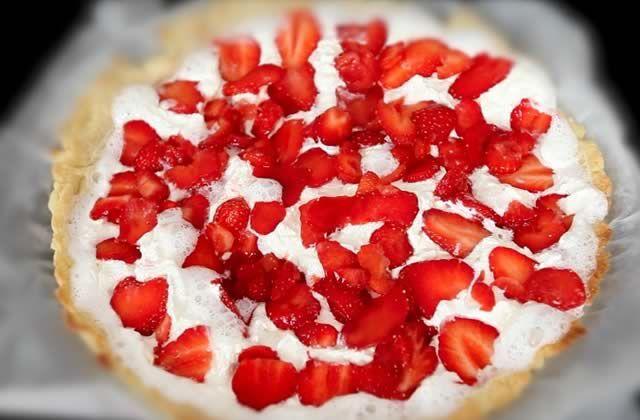 La recette de la pâte brisée, c'est pas un gros secret et c'est vraiment pas difficile à faire: il suffit de quelques petites étapes simples et Margaux te les file dans ce nouveau Speed Recette! (avec de la fraise et de la chantilly en plus.)