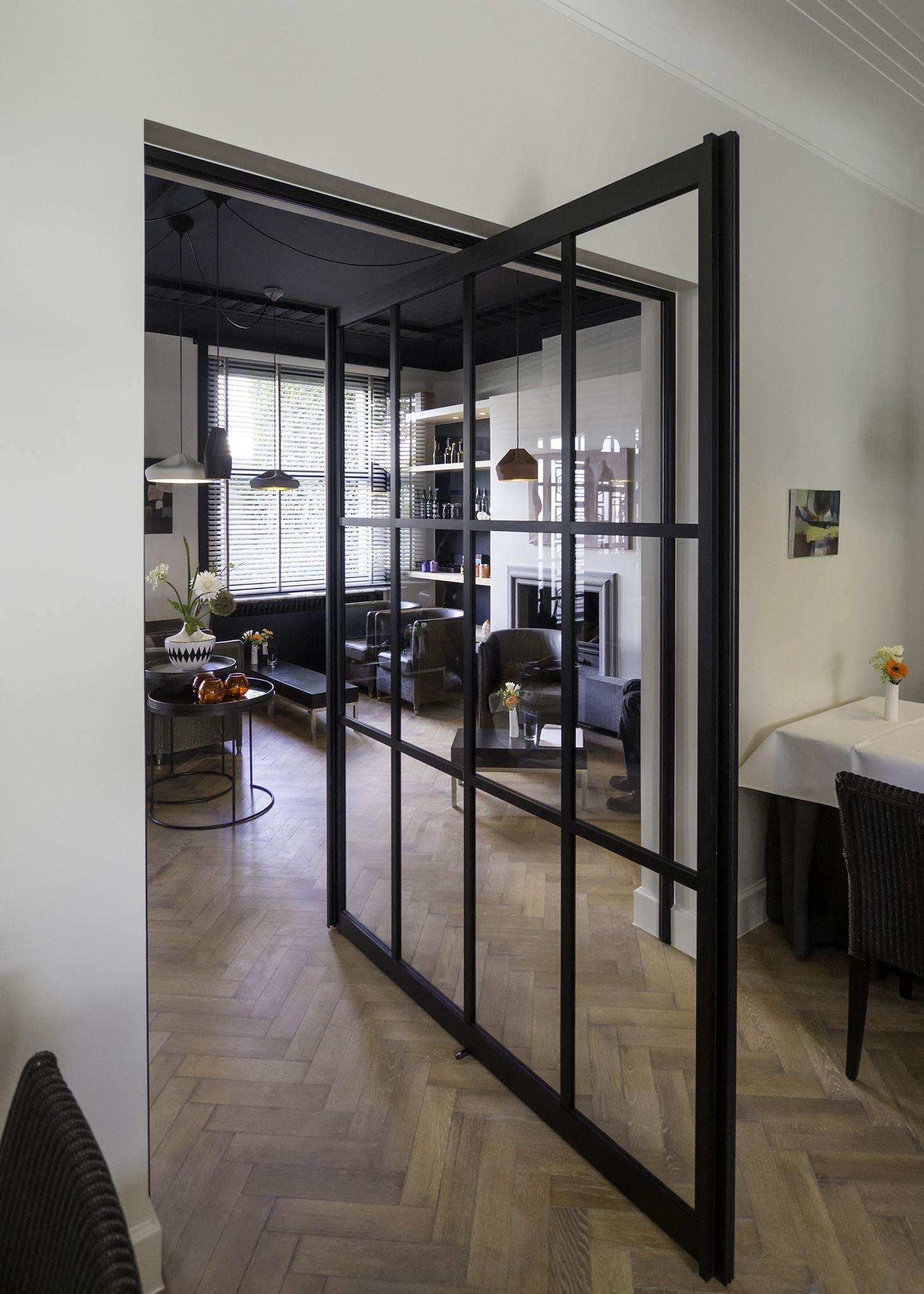 porte vitr e sur pivot style atelier de anyway doors portes pivotantes portes int rieures. Black Bedroom Furniture Sets. Home Design Ideas