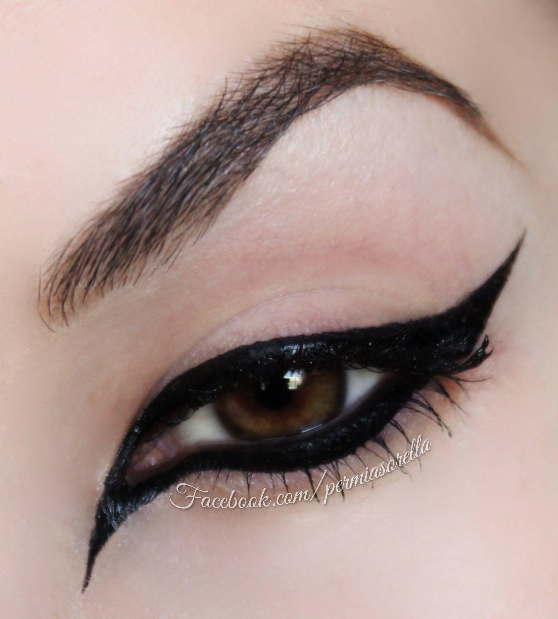 Extreme Cat Eye for Halloween | Eye-Spiration | Pinterest | Cat ...