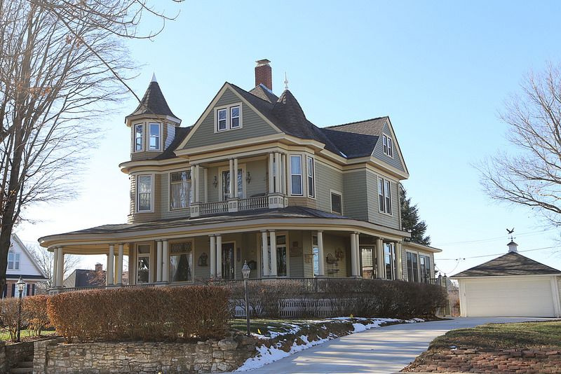 Dixon Illinois Lee County Il Victorian Homes Victorian Style Homes Vintage House