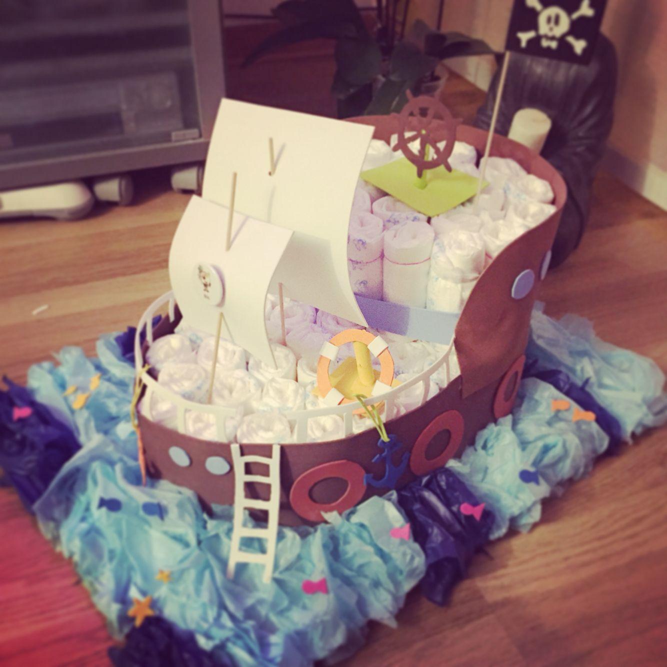 Pirate boat with goma eva, diapers and playmobile. :)  Barco pirata con Goma Eva, pañales y playmobils. :)