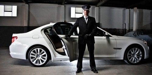 Do You Need Reliable Chauffeurs Driven Transportation Services Amrani Chauffeurs Is The Best Choic Airport Car Service Chauffeur Service Executive Car Service