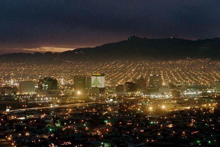 El Paso Texas In Foreground Ciudad Juarez Mexico In Background Favorite Places Magical Places El Paso